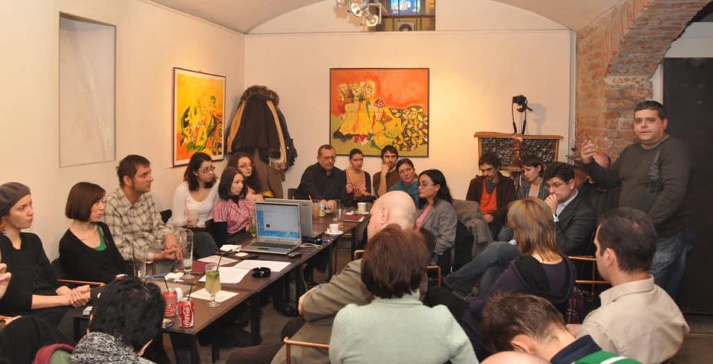 Filmul interactiv provoacă AIPsA în Cafeneaua Cărtureşti