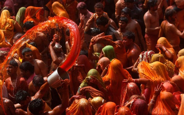 Cum întâmpină locuitorii Indiei primăvara