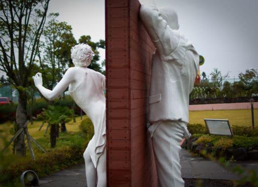 Insula iubirii - un centru de educaţie sexuală pentru luna de miere