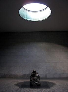 Käthe Kollwitz, Pietà - criptă şi fantomă psihică, apud Nicolas Abraham şi Maria Torok