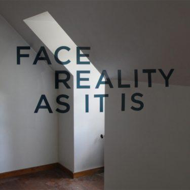 Înfruntă realitatea aşa cum e ea