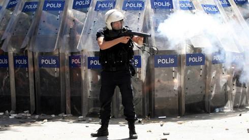 Erdoğan asediat în turnul său de fildeş