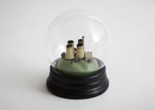 No Globes: poluare idilică într-un glob de sticlă