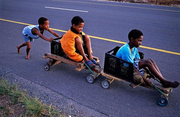 copii joaca africa de sud
