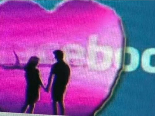 Cum influenţează Facebook relaţiile de cuplu?