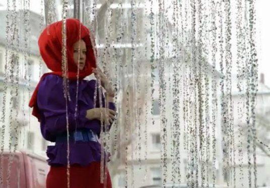 Fetisismul marfii si un performance anti-moda