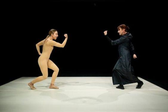 Growing Up de Ozana Nicolau, la Teatrul Replika, despre trauma si copilarie