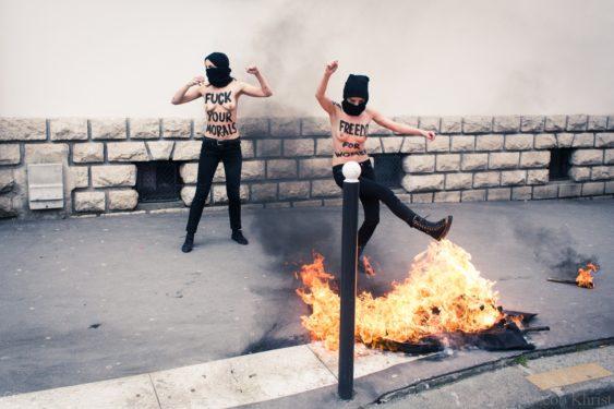 """Jihadul topless: """"Sânii goi împotriva Islamului"""""""