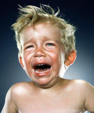 Experiment psihologic (2): cum reacţionează nişte adulţi care văd fotografii cu copii care plâng